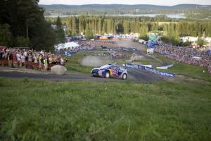 Kimi Raikkonen speeds up the course